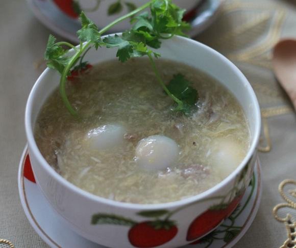 súp cua trứng cút cho bé 13