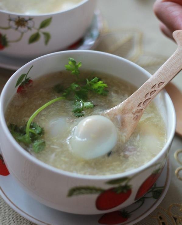 súp cua trứng cút cho bé 14