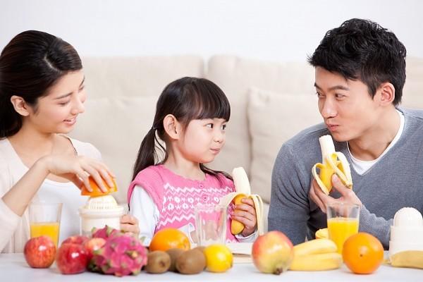 cho trẻ ăn hoa quả như thế nào 1