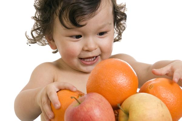 cho trẻ ăn hoa quả như thế nào 2