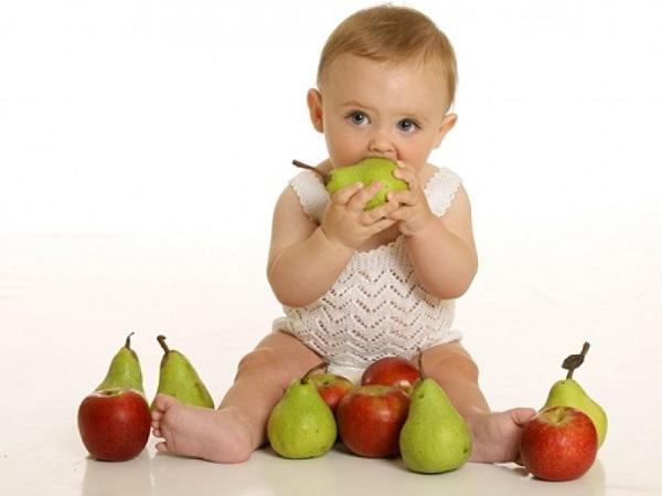 Cho trẻ ăn hoa quả, trái cây đúng cách như thế nào?