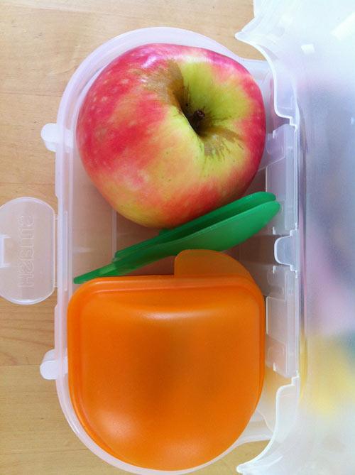 cơm sữa trộn táo cho bé 1