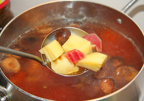 súp nui rau củ cho bé ăn sáng 2