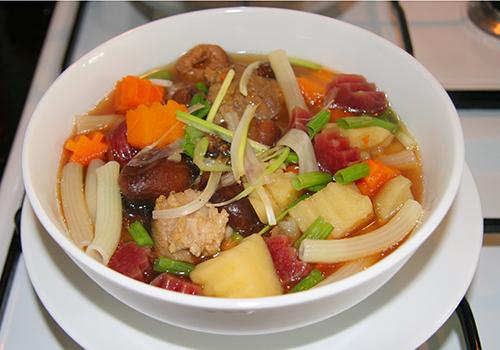 súp nui rau củ cho bé ăn sáng 4