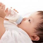 Trẻ bị dị ứng sữa bột công thức – Nguyên nhân, dấu hiệu và dinh dưỡng thay thế