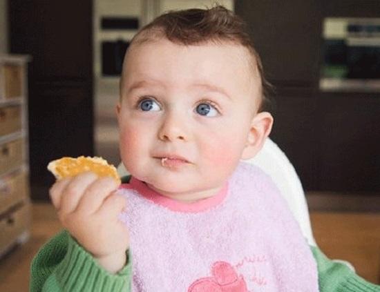 Thực đơn ăn dặm chi tiết cho trẻ 12 tháng tuổi và cách nấu 6 món cháo ngon