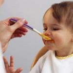 Khi nào nên cho trẻ ăn dặm và có nên cho trẻ ăn dặm sớm?