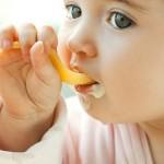 Kinh nghiệm cho bé ăn váng sữa và sữa chua đúng cách