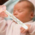 Trẻ bị sốt cao hơn 39 40 độ là bị bệnh gì và cha mẹ cần phải làm gì?